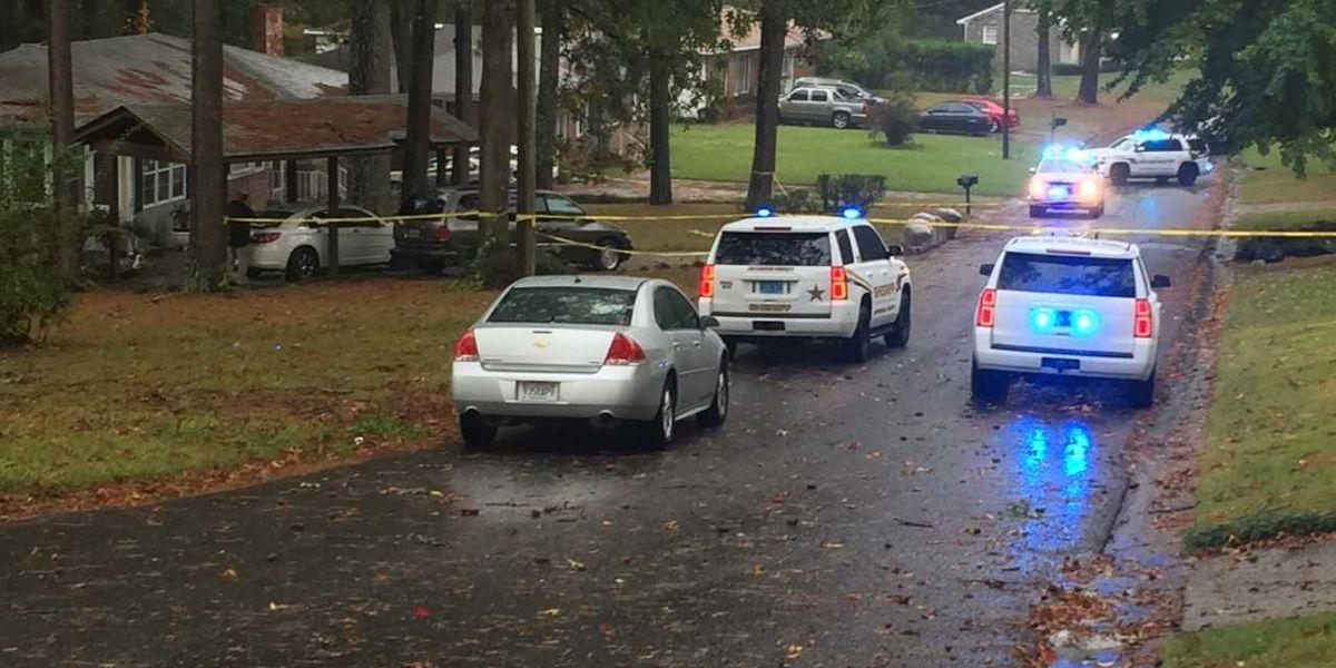 Cuerpo encontrado en la entrada de una casa en el Condado de Jefferson. No se sospecha juego sucio