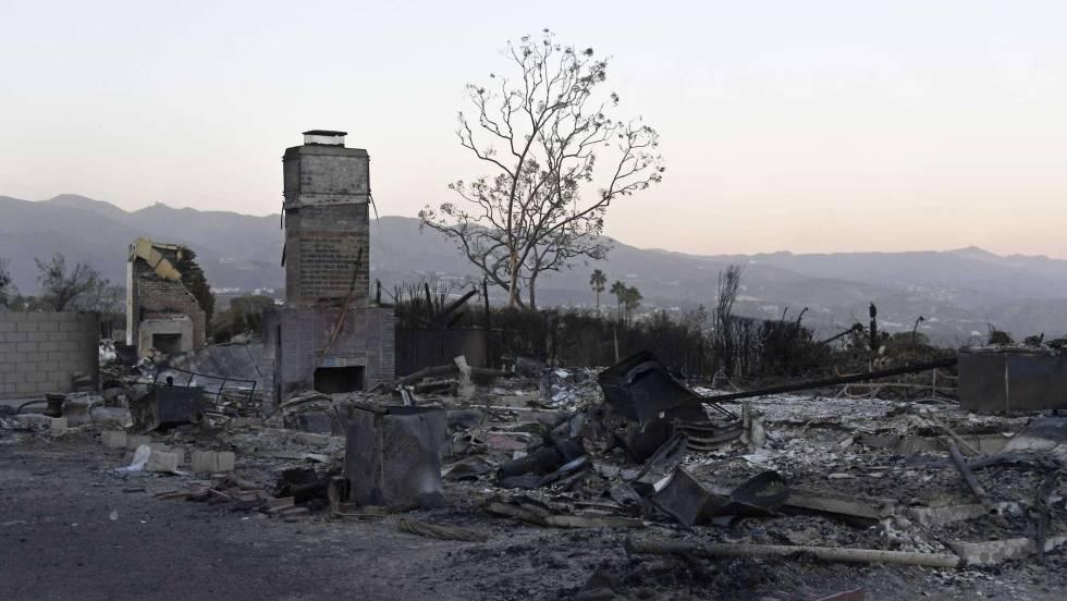 1 Casas destruidas por el fuego en Malibu