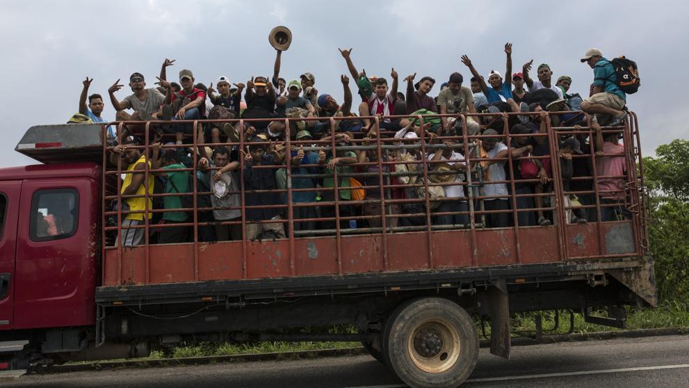 Desaparecen en México dos camiones llenos de migrantes de la caravana