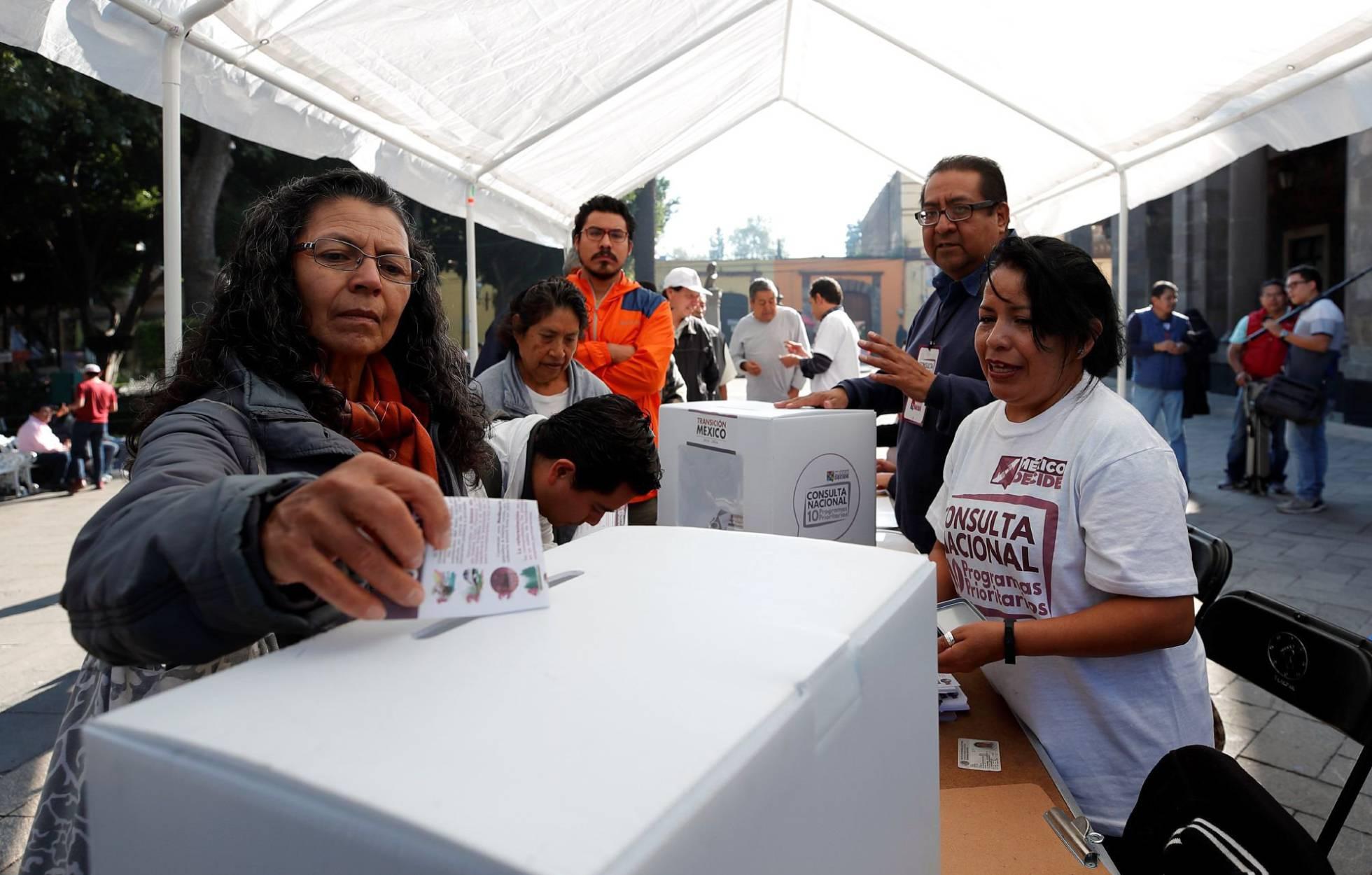 López Obrador gana otra consulta pública con el 90% de los votos a favor