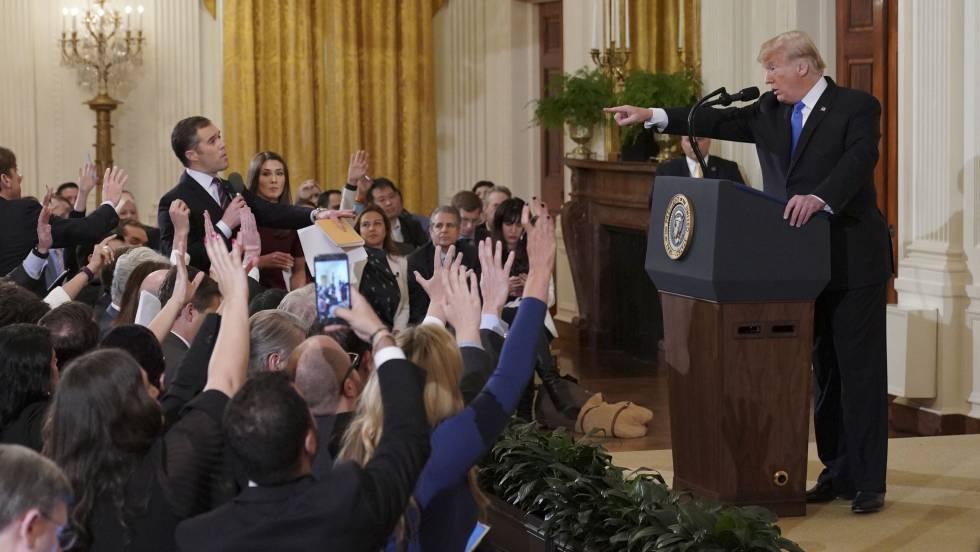 Un juez restaura la acreditación del periodista castigado por la Casa Blanca