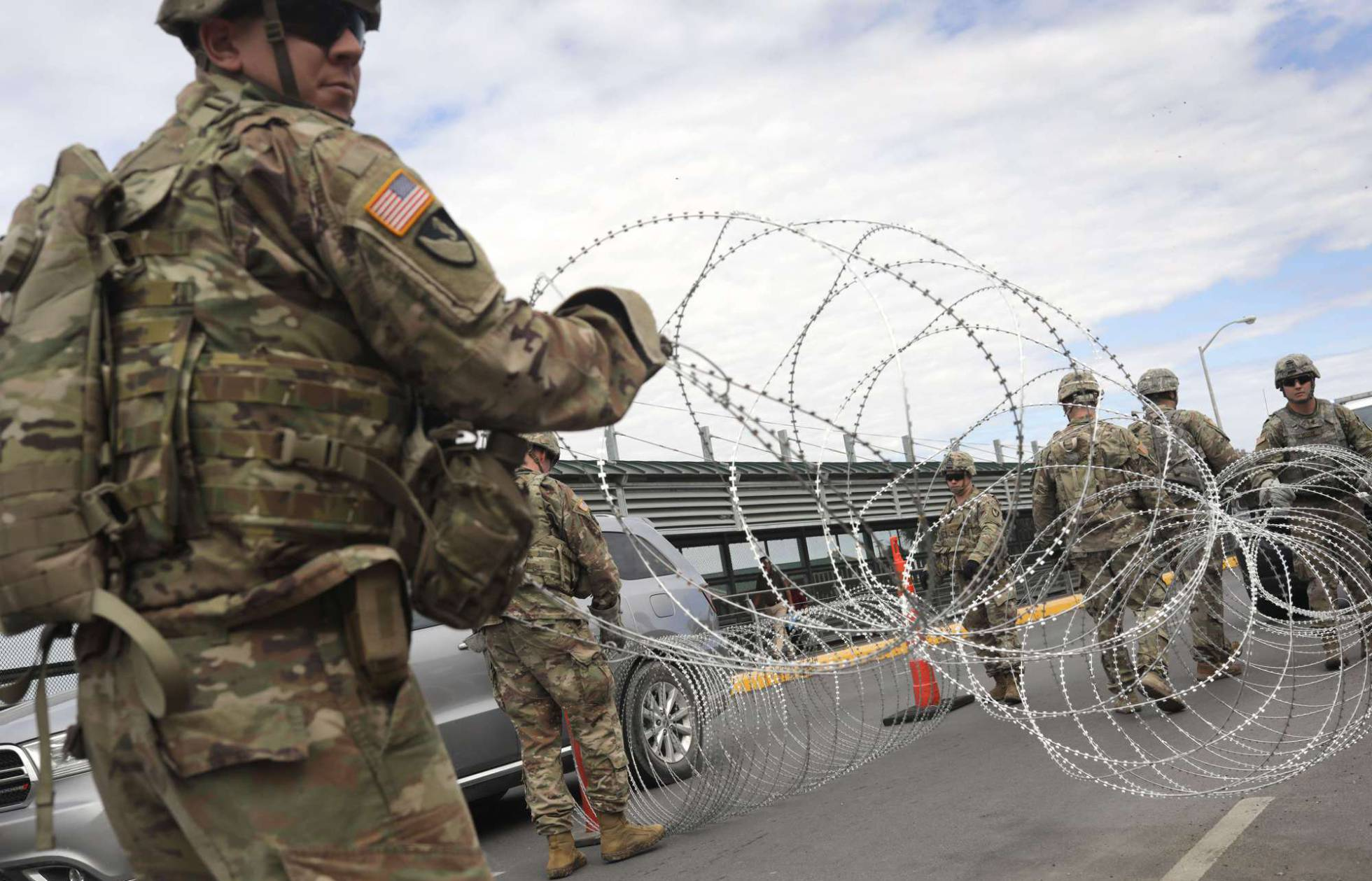 El Gobierno de EE UU muestra a los primeros soldados en la frontera