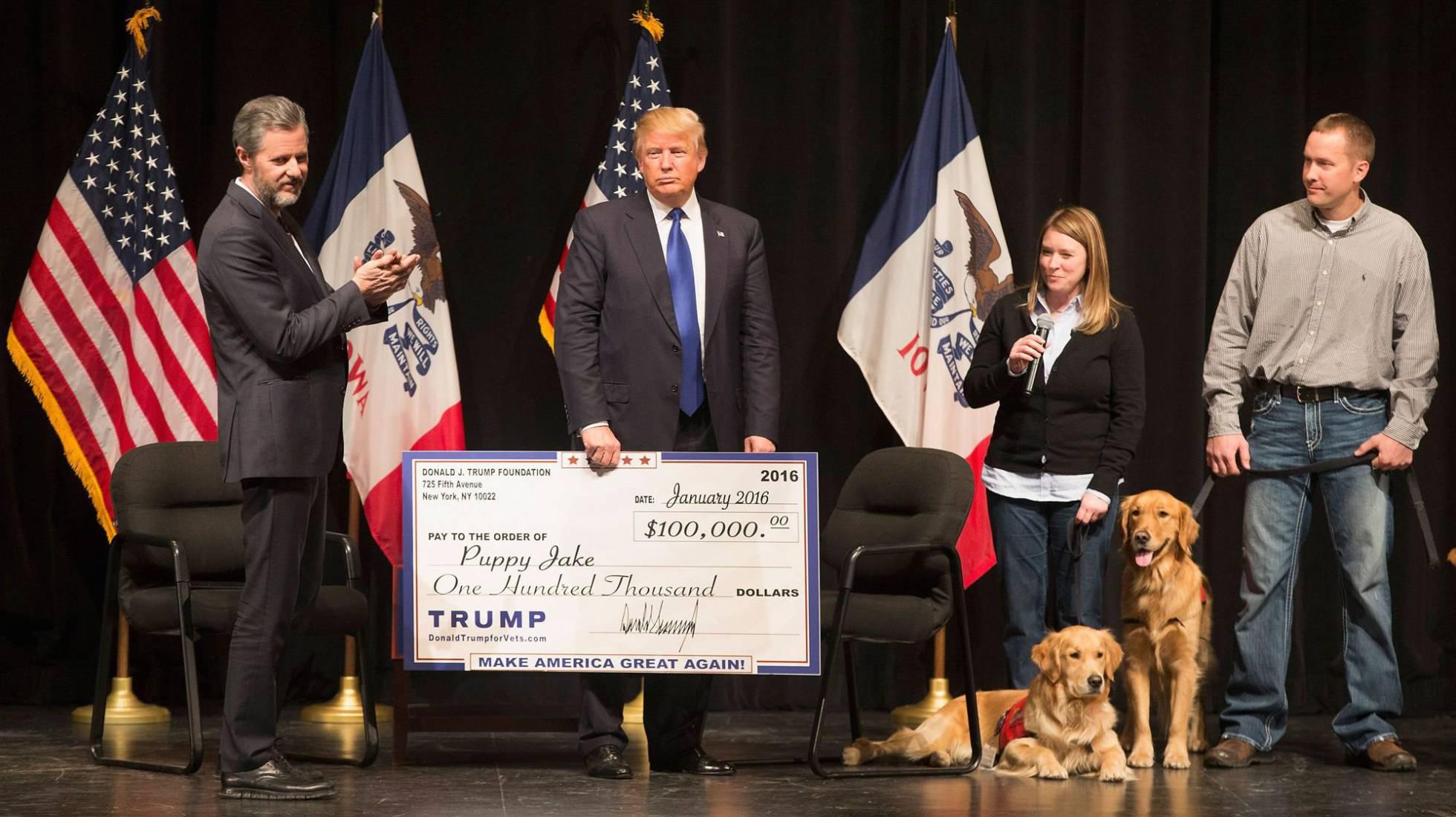 """Trump acepta cerrar su fundación, acusada por la fiscalía de seguir un """"patrón de ilegalidad chocante"""""""