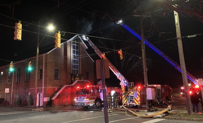 Iglesia y hogar en Ensley, se incendian temprano en la mañana de Navidad