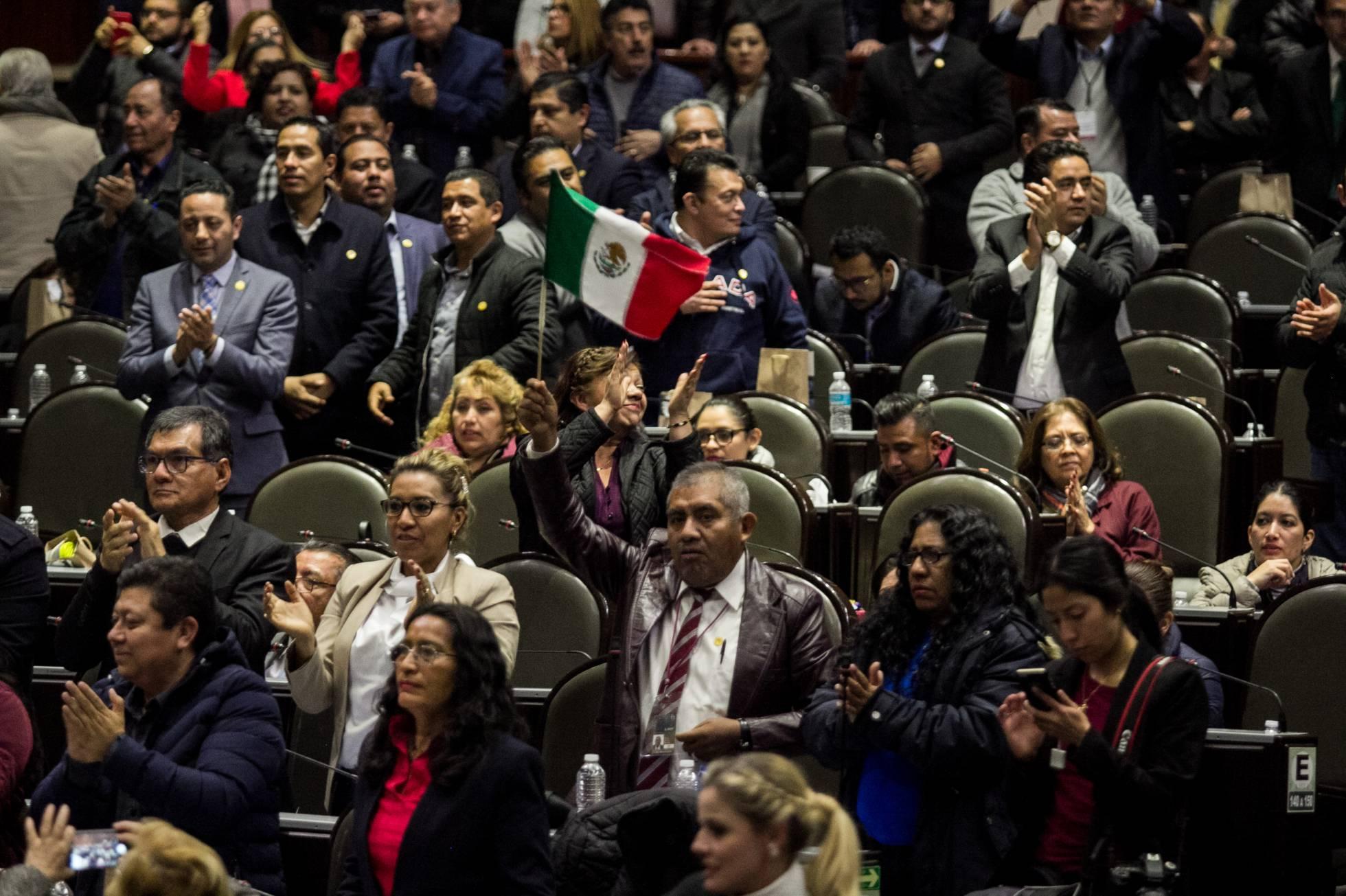 El Congreso mexicano aprueba el primer Presupuesto de López Obrador