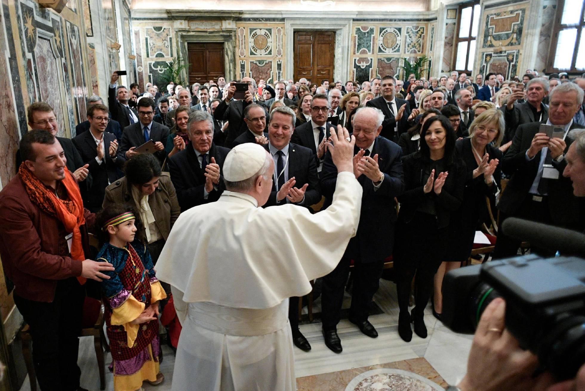 El Papa pide cerrar el paso a los gais en el clero