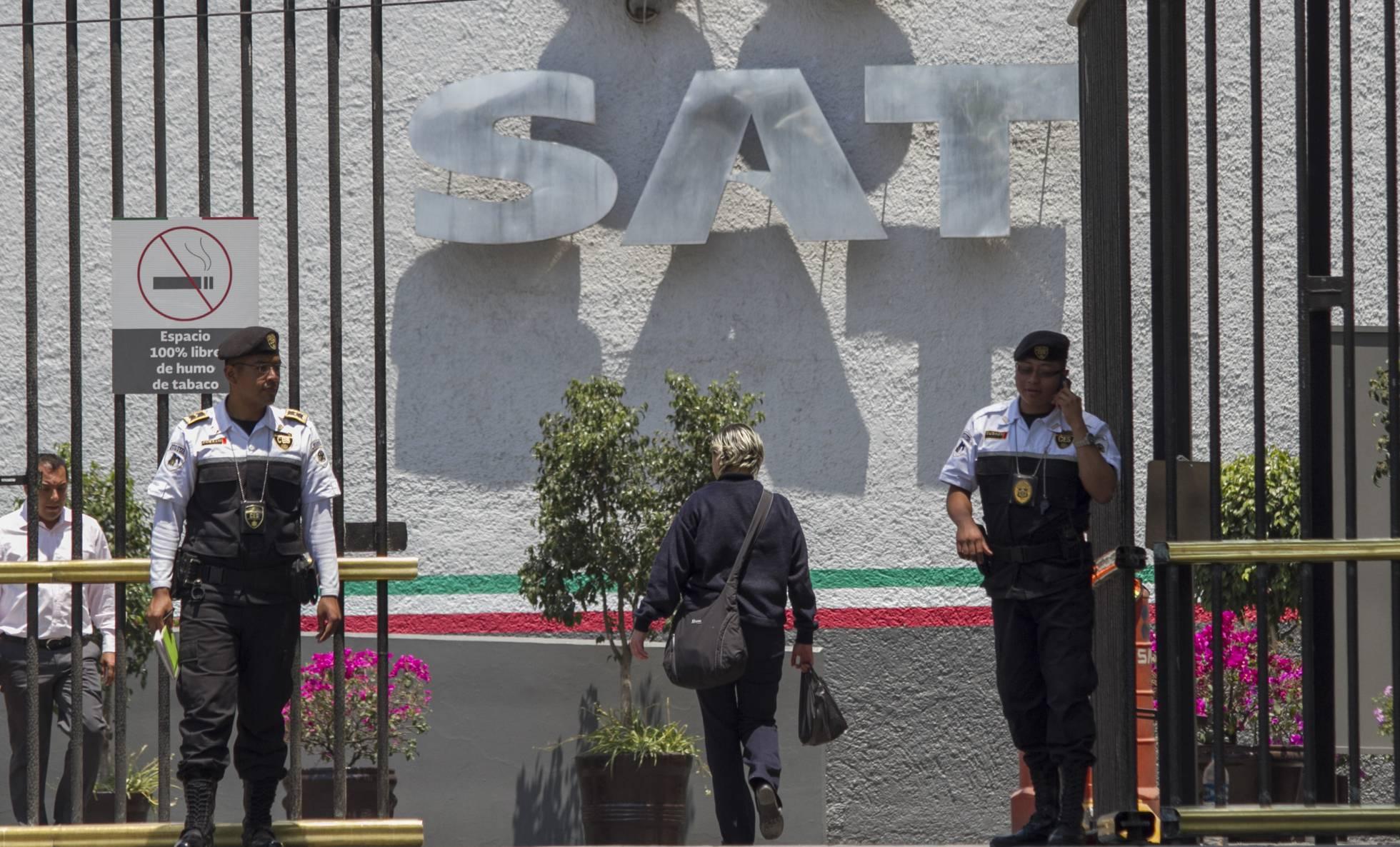 La agencia tributaria de México despide a cientos de funcionarios por los recortes