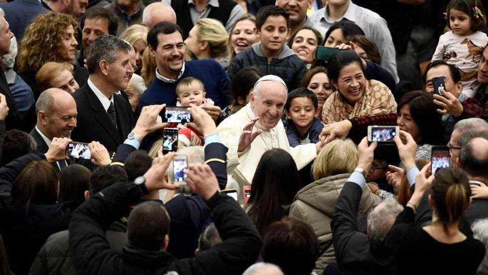 """El Papa aplaude a los medios que denuncian a """"los lobos"""" pederastas de la Iglesia"""