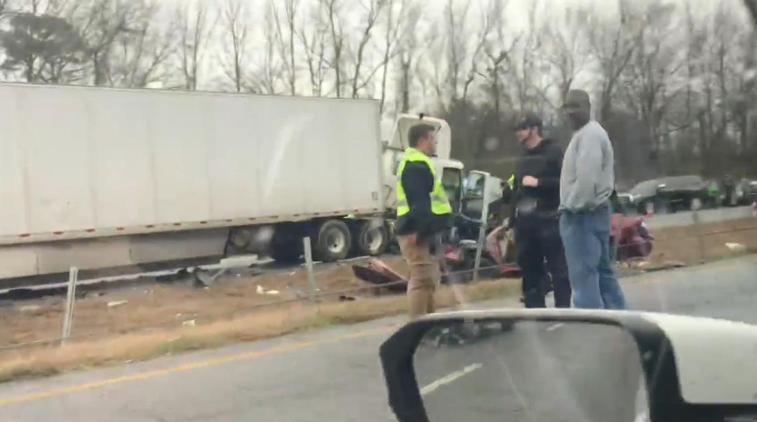 Accidente de cuatro vehículos, deja parte de I-59/20 cerrada en Bessemer