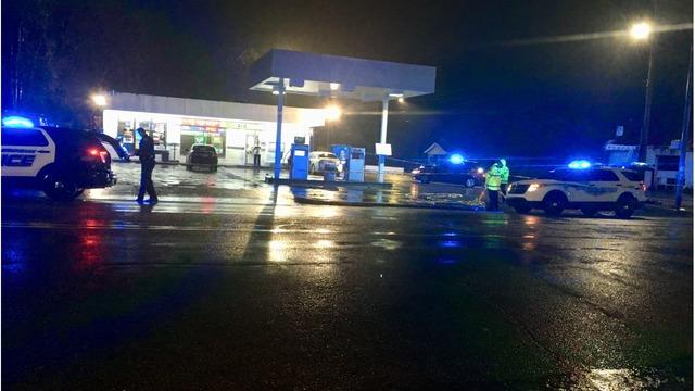 Mujer hallada con herida de bala, en una gasolinera en la comunidad de Ensley