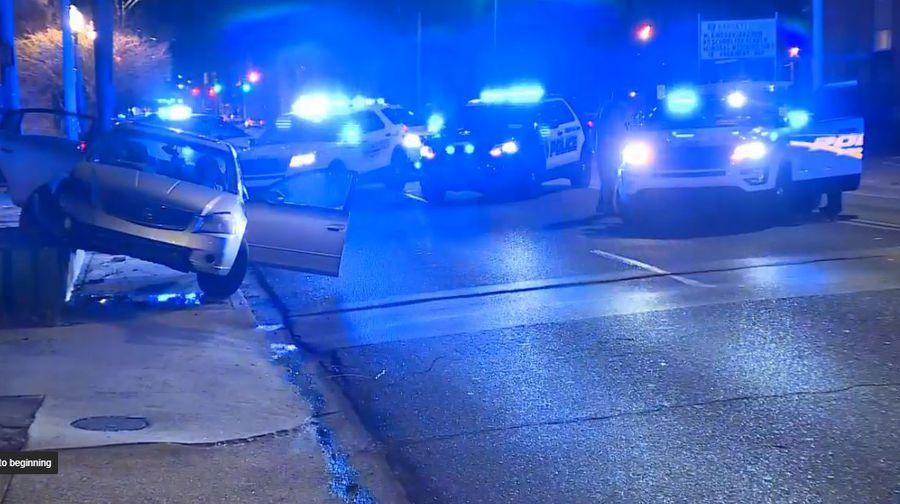 Accidente automovilístico tras persecución policial, a través de la sección este de Birmingham