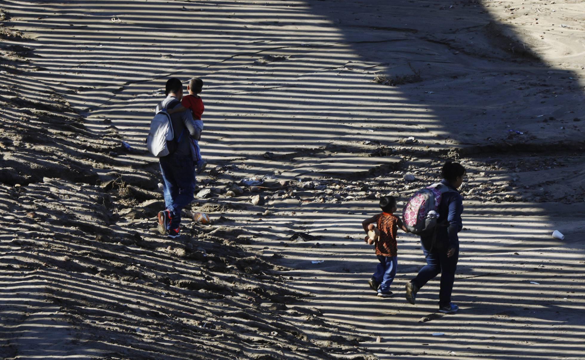 EE UU admite haber separado a más niños de sus padres en la frontera de México de los reconocidos