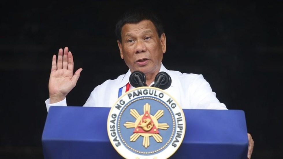 Duterte pide a la iglesia que los sacerdotes puedan tener novio
