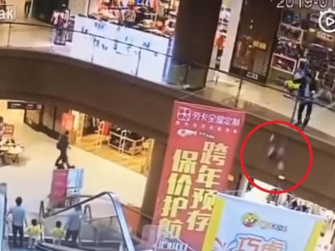 nina china centro comercial suicidio