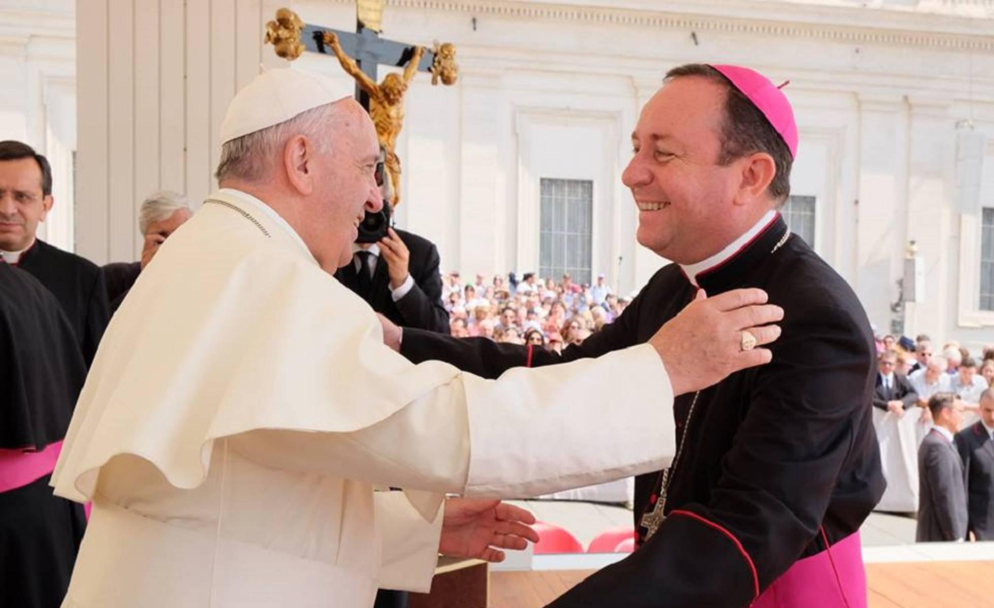 El Vaticano investiga por presuntos abusos sexuales a un obispo argentino