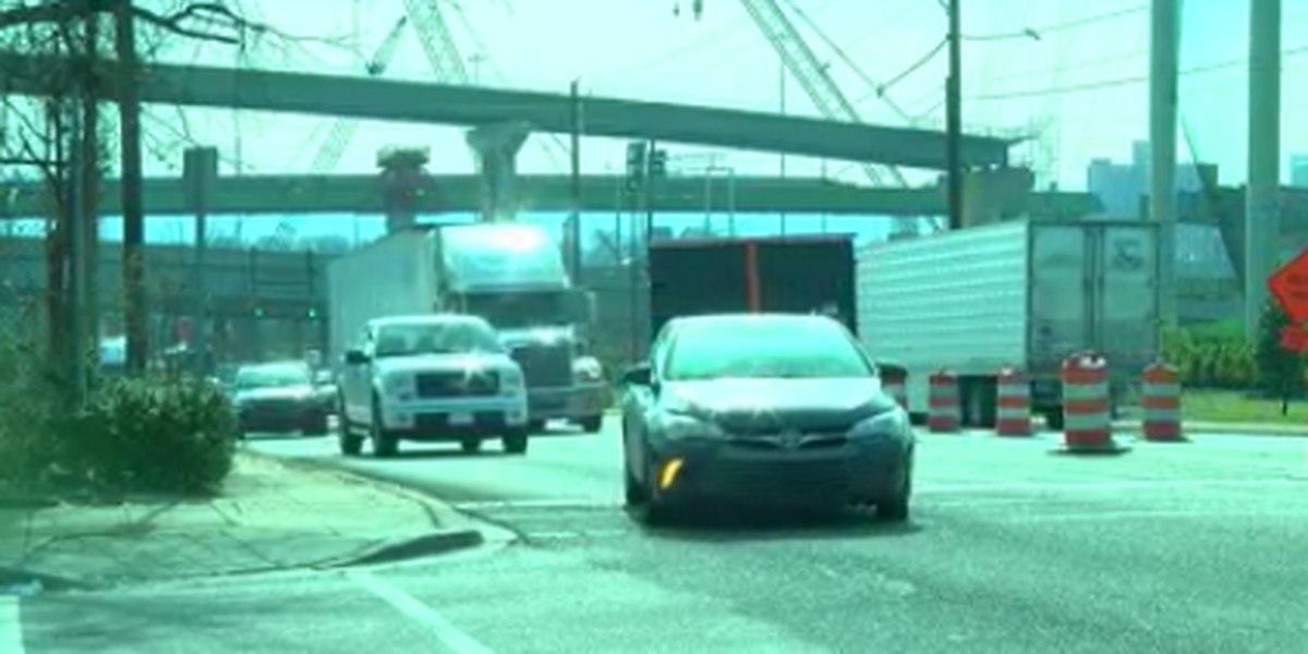 Grandes camiones causan problemas en el desvío del puente 59/20
