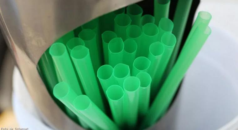 Toluca prohíbe el uso de popotes y bolsas de plástico en negocios