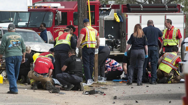 Padre muerto y familia herida, tras ser atropellada por auto