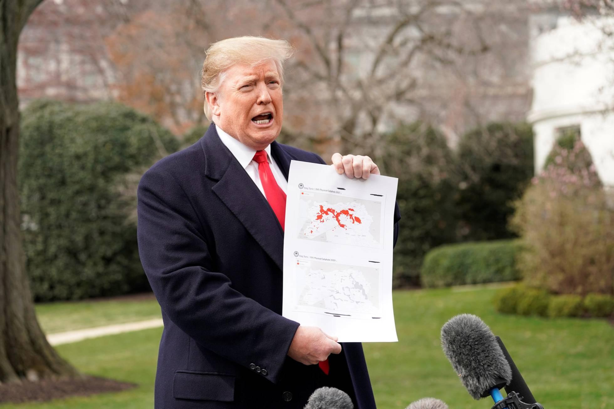 trump muestra mapa