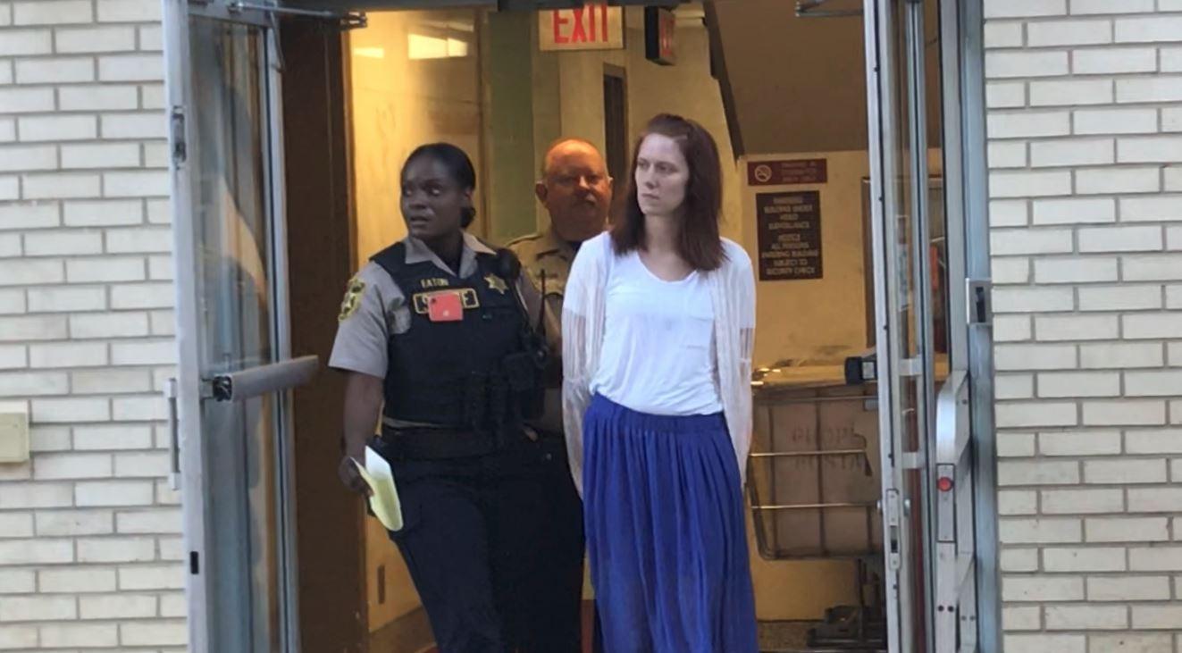 Mujer condenada a 10 años de prisión, por abuso sexual de una niña