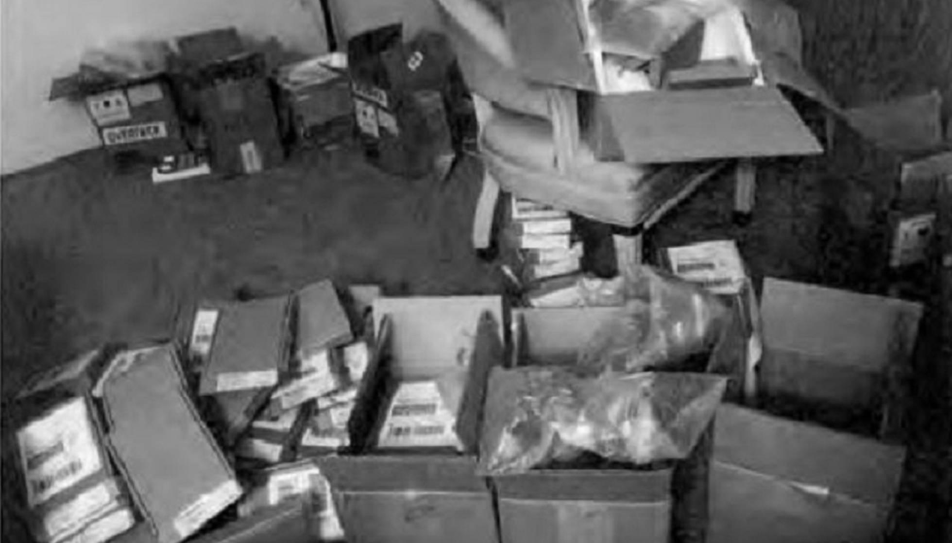 1 cajas de iphones almacenadas