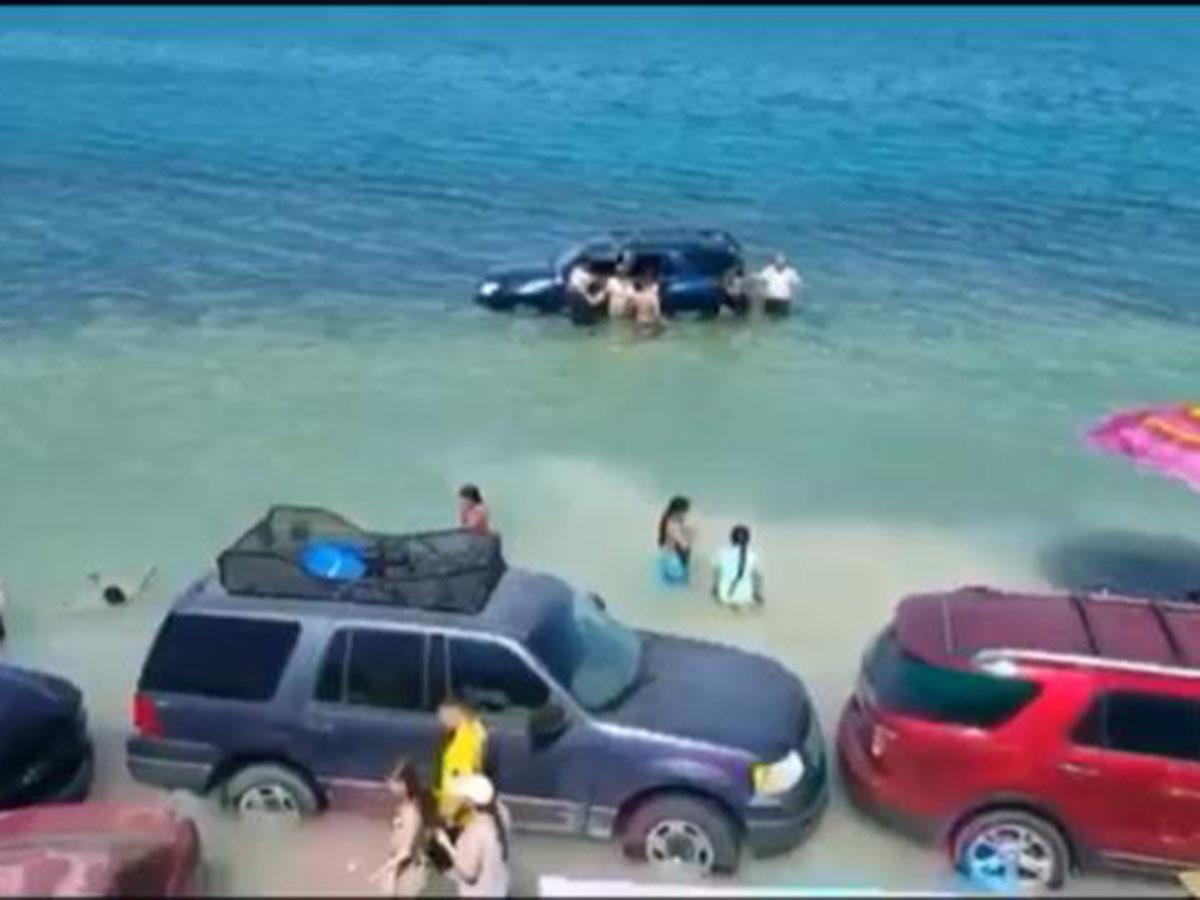 marea se lleva carros en sonora