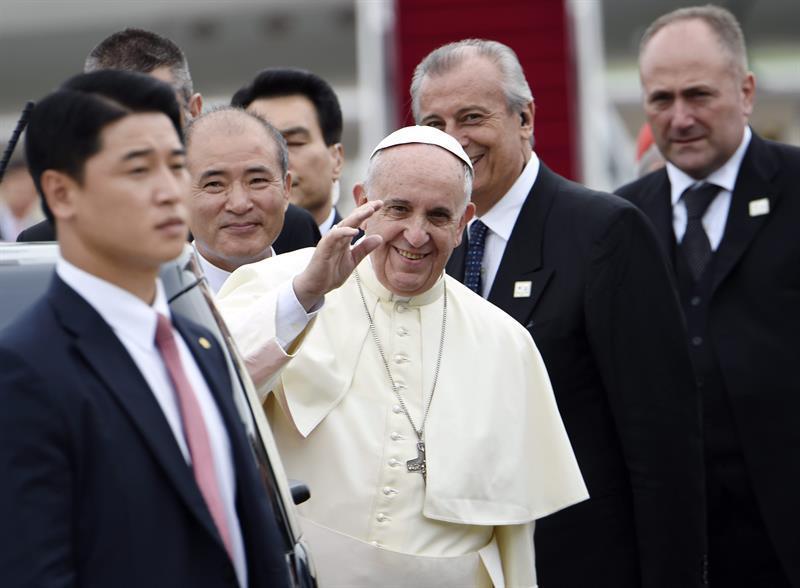 El papa dona medio millón de dólares para ayudar a los migrantes varados en México