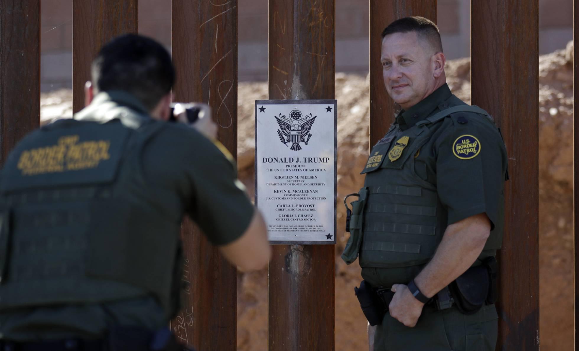"""Trump alaba ahora a México por la inmigración: """"¡Están deteniendo a todo el mundo!"""""""
