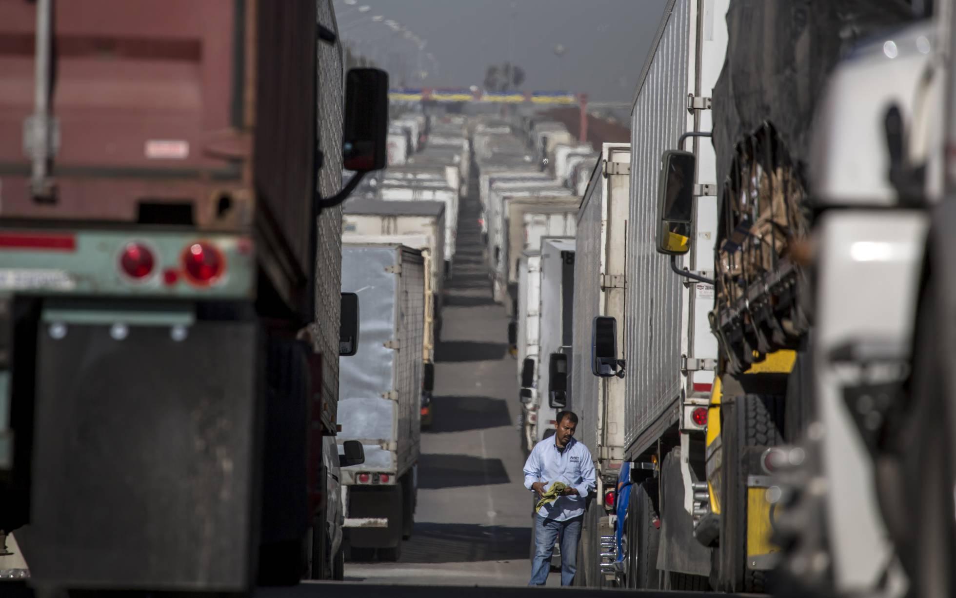 camiones en frontera Mexico EEUU
