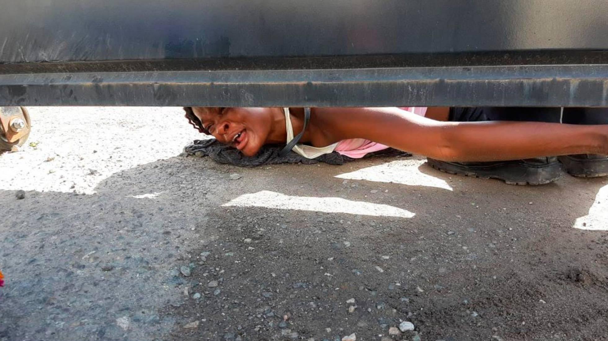"""El grito desesperado de una migrante haitiana en México: """"Mi hijo está enfermo. ¡Ayúdenme!"""""""