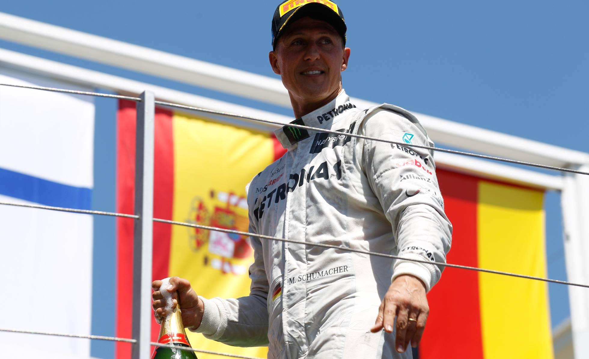 Michael Schumacher mejora y ve la F1 por televisión