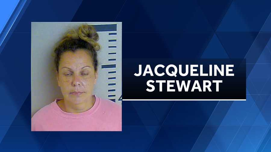 Mujer de Alabama acusada de asesinato, en la muerte de su hijastro