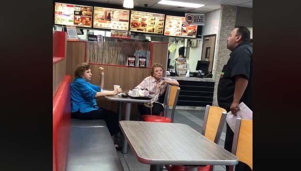 Hispano discriminado en un Burger King acepta las disculpas de dos clientas