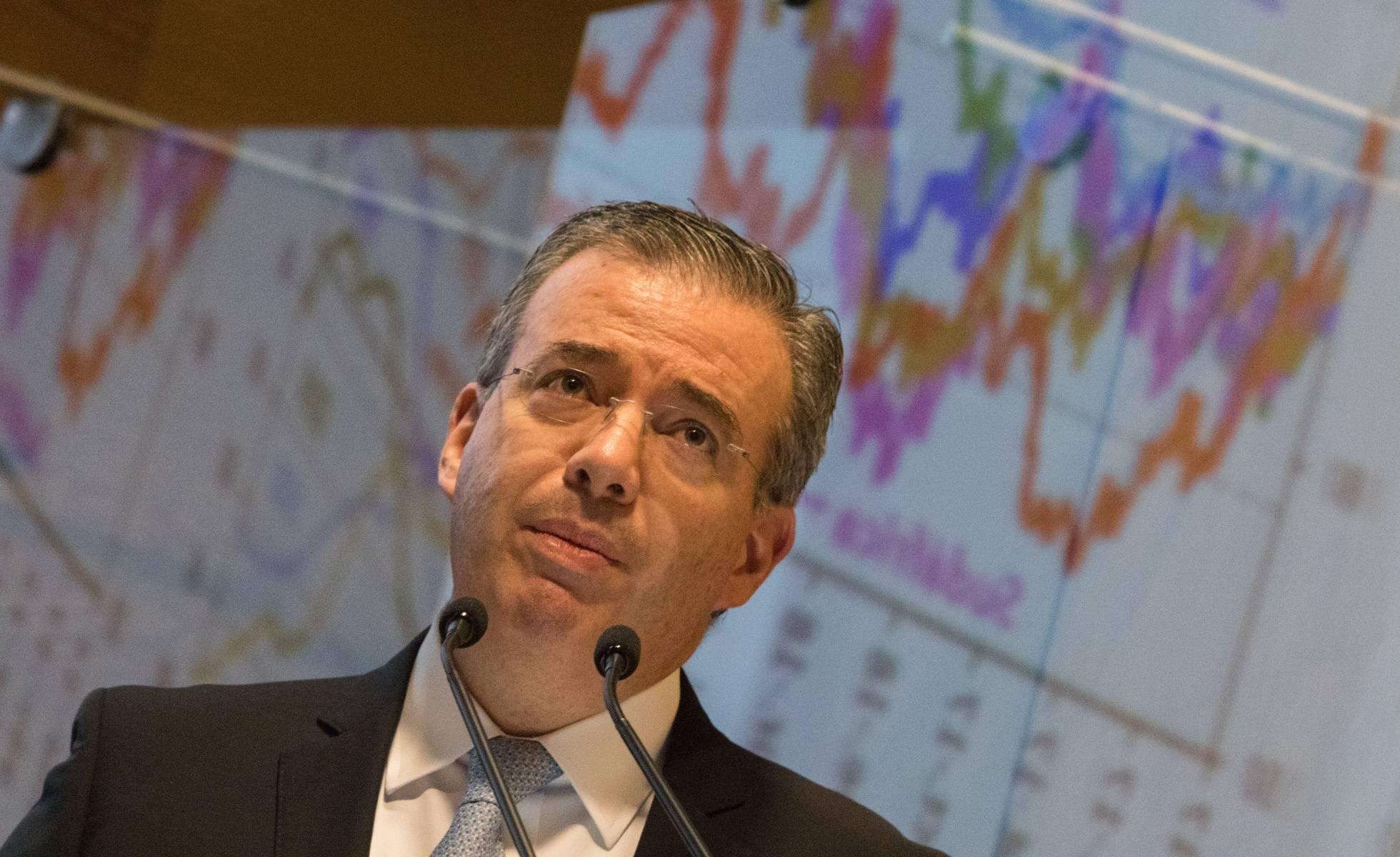 La desaceleración económica lleva al Banco de México a reducir la tasa de interés por primera vez en cinco años