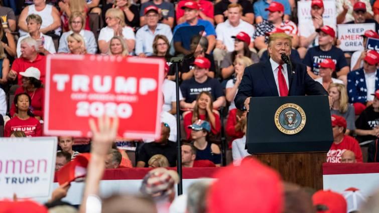 """Trump estudia imponer un """"bloqueo o cuarentena"""" a Venezuela"""