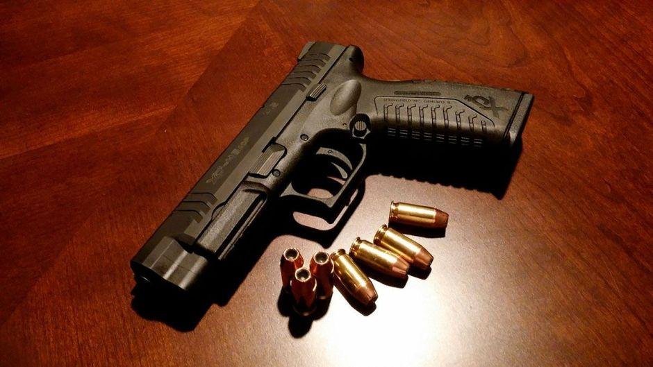 Hispanos en El Paso se lanzan a tomar clases para portar armas de fuego