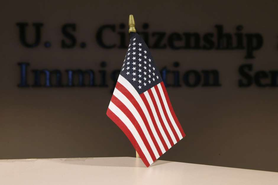 "USCIS revela que regla de ""carga pública"" podría afectar a 4.6 millones de inmigrantes"