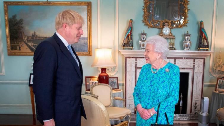Boris Johnson suspende el Parlamento y acelera el «Brexit salvaje»