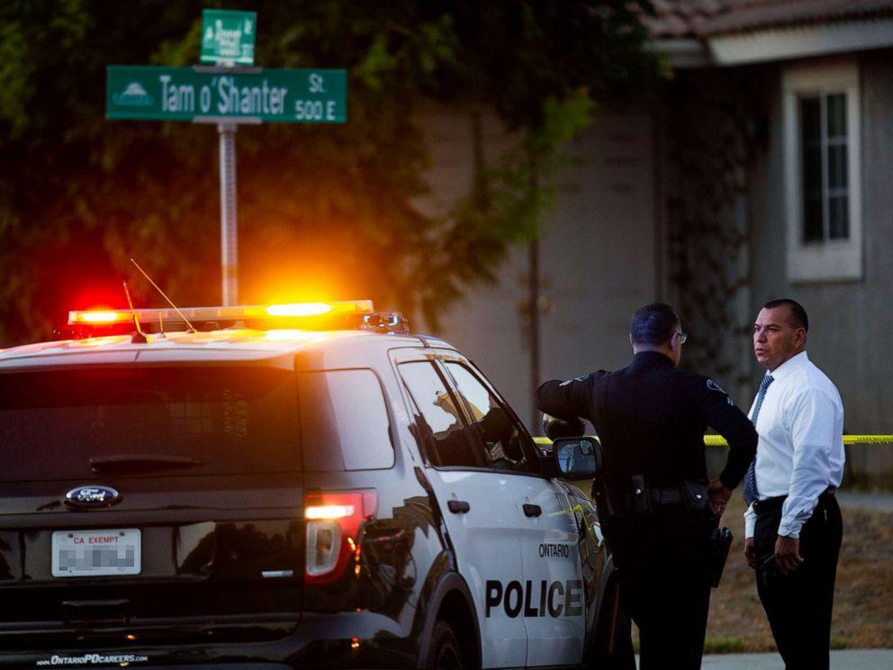 Un hombre llegó a su casa y encontró a sus hijos muertos en la cochera; la policía sospecha de su esposa