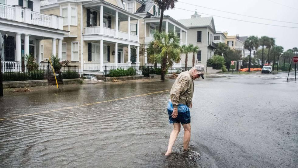 Un huracán Dorian robustecido azota la costa sureste de EE UU