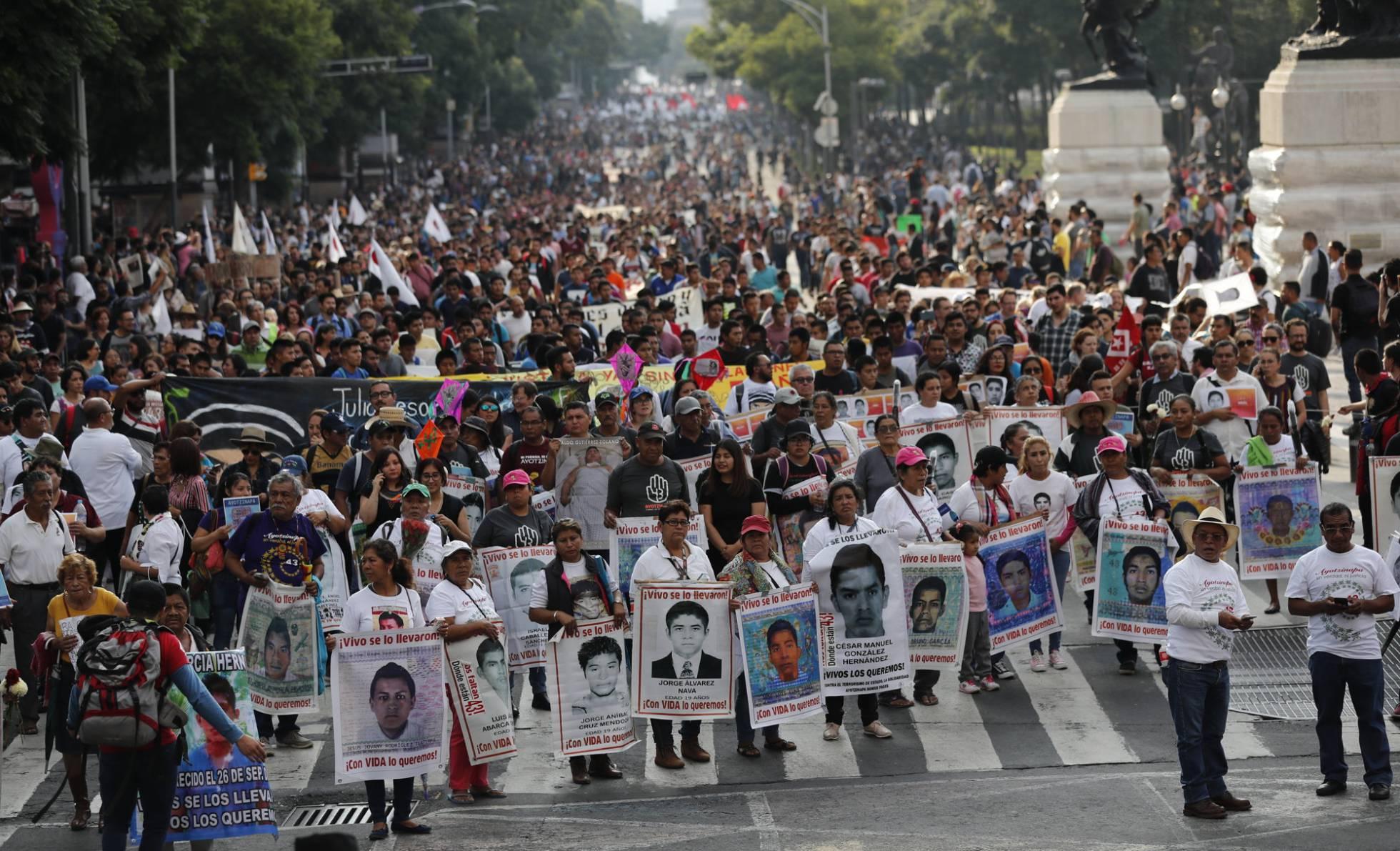 1 marcha por 43 estudiantes Ayotzinapa