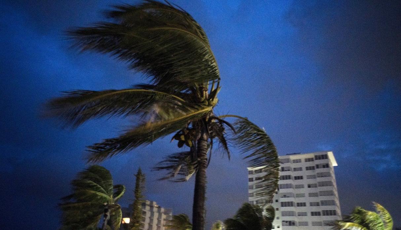 Al menos un muerto después de que el huracán Dorian azotara las Bahamas; ahora se dirige hacia Estados Unidos