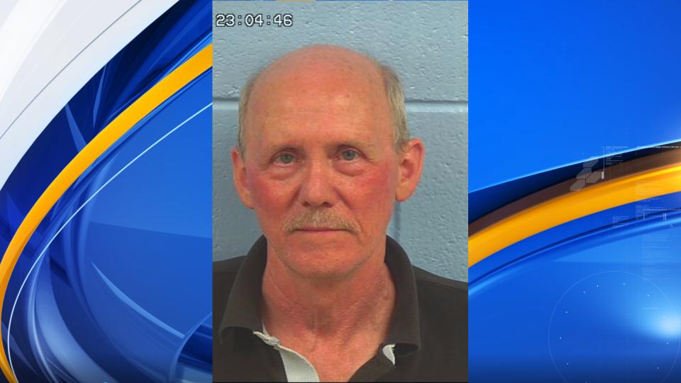 Dueño de casa, acusado de asesinato al disparar a muerte a un fontanero