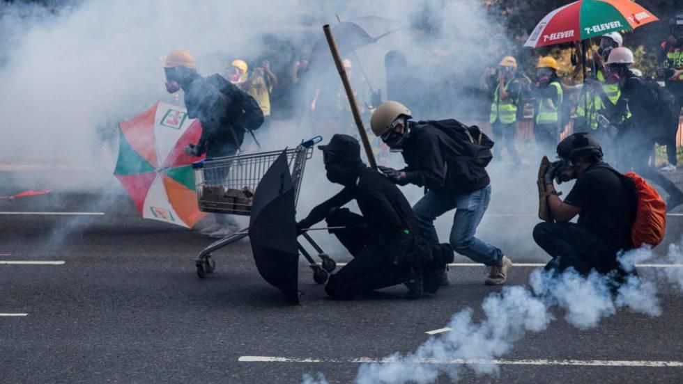 Las protestas en Hong Kong empañan el 70º aniversario de China