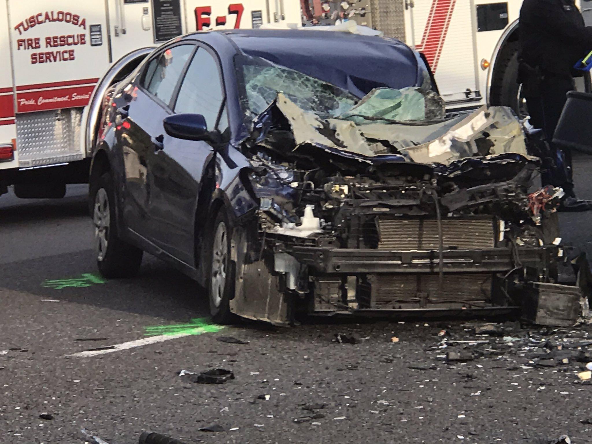 1 muerto después de accidente con autobús escolar involucrado, en Tuscaloosa