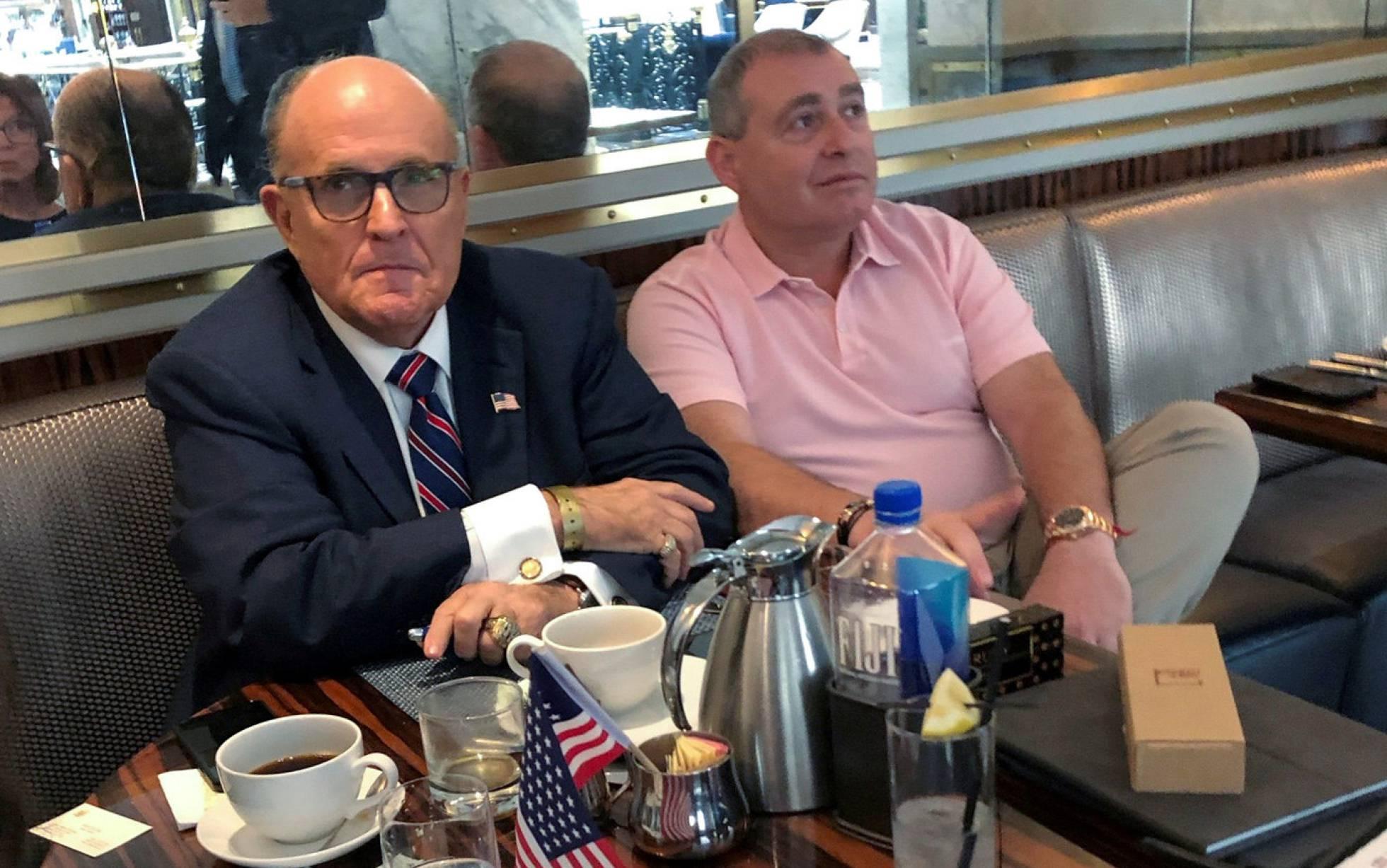 Detenidos dos socios del abogado de Trump involucrados en el escándalo de Ucrania