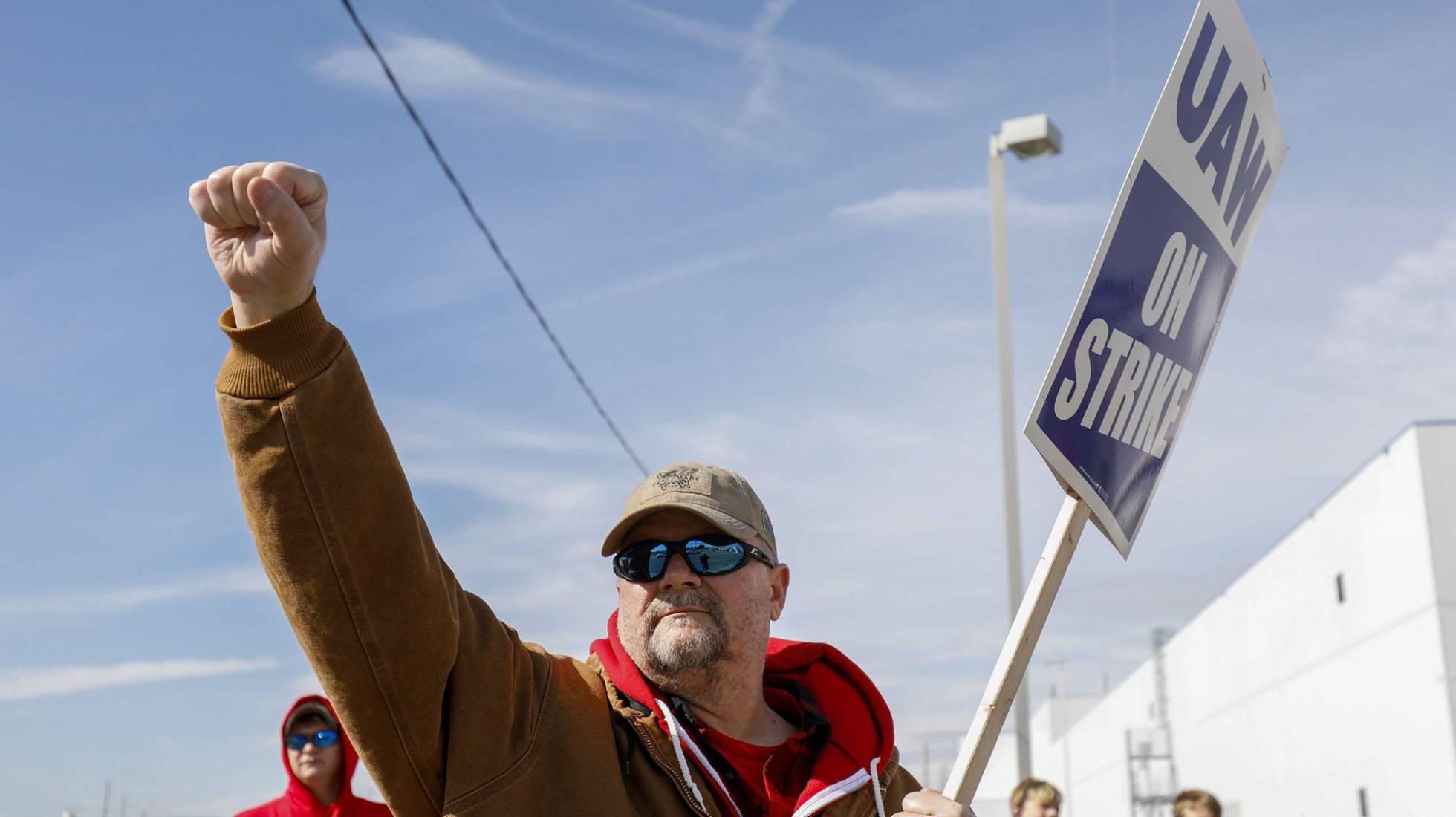 Un miembro del sindicato UAW