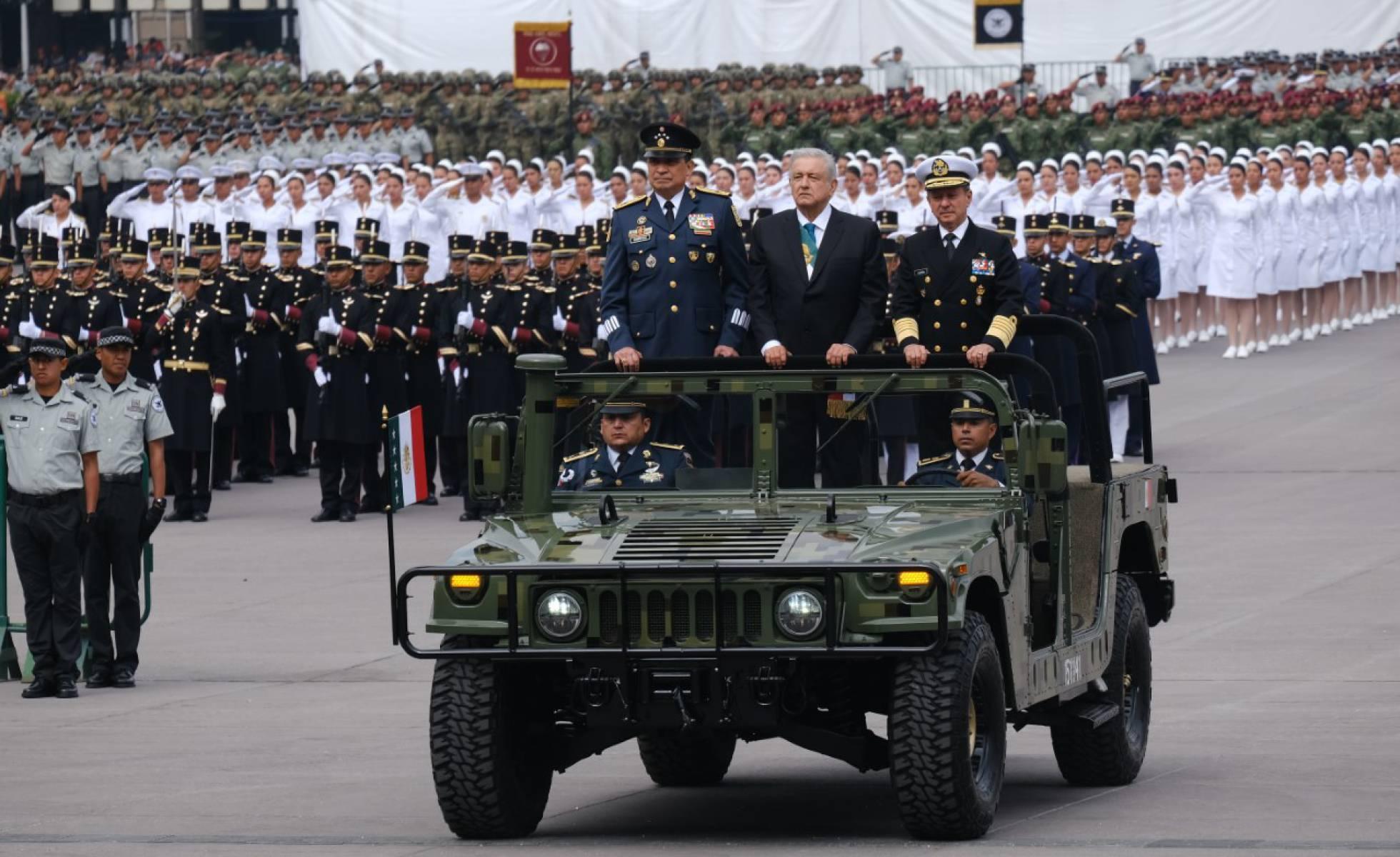 amlo desfile militar