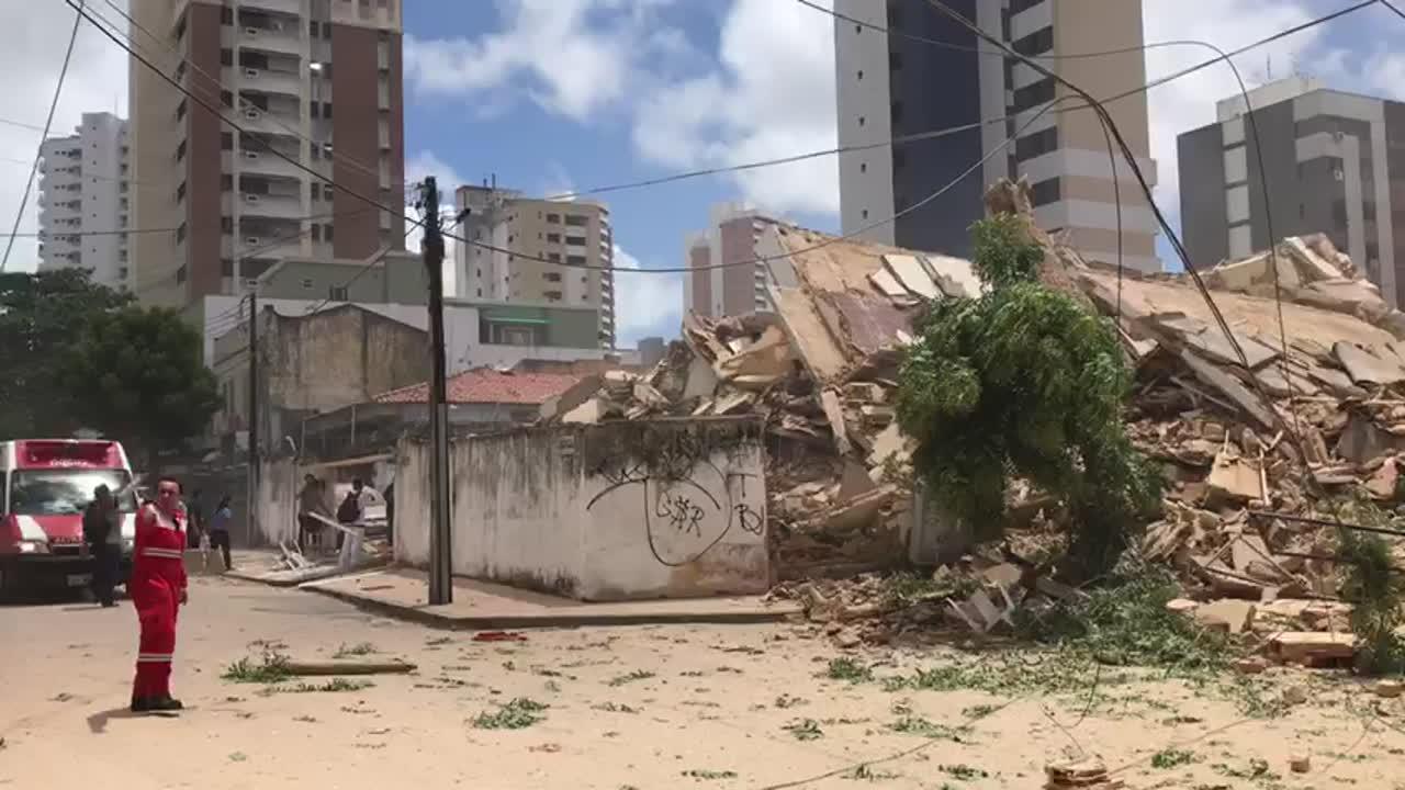 Un edificio de siete pisos se derrumba en la ciudad brasileña de Fortaleza