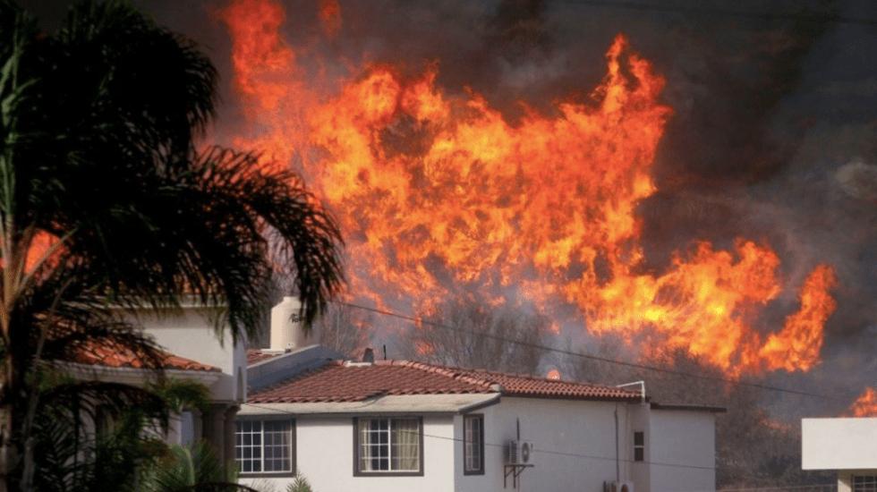 Incendios en Baja California dejan tres muertos y cuatro heridos